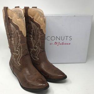 "Coconuts ""Cimmaron"" Size 10W Cowboy Boots"